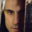 gros plan de mark strong