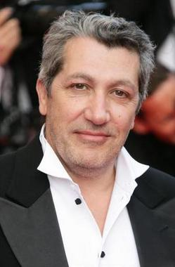 http://media.zoom-cinema.fr/photos/news/6799/alain-chabat.jpg